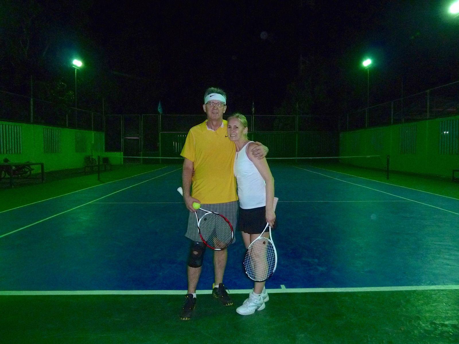 tennis-tourist-koh-chang-thailand-tennis-club-night-teri-church