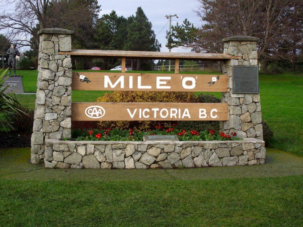 tennis-tourist-Mile-Zero-Dallas-Road-Victoria-British-Columbia-teri-church