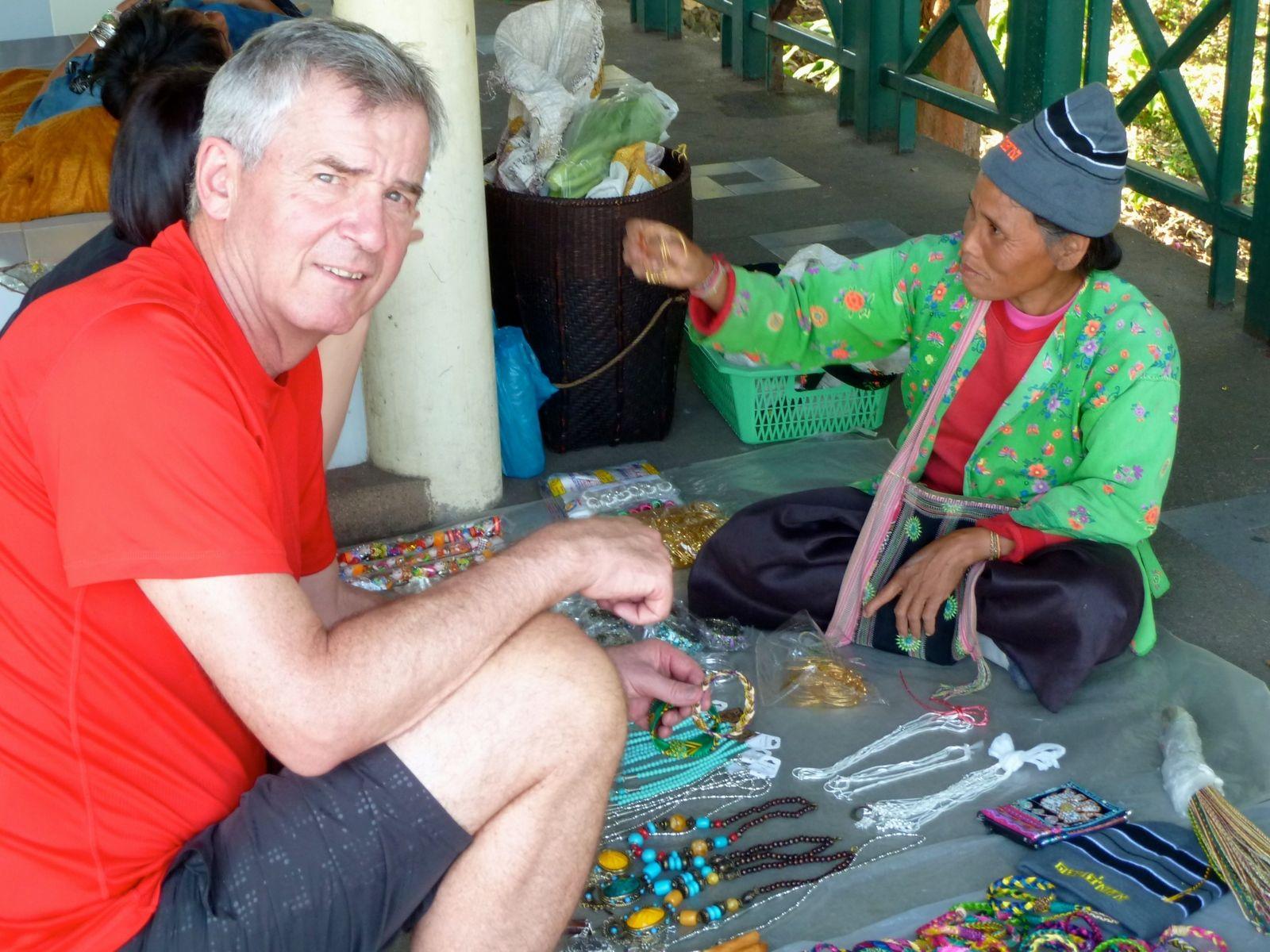 tennis-tourist-chiang-mai-thailand-buying-jewelry-teri-church