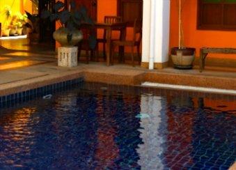 tennis-tourist-chiang-mai-boutique-hotel-pool-thailand