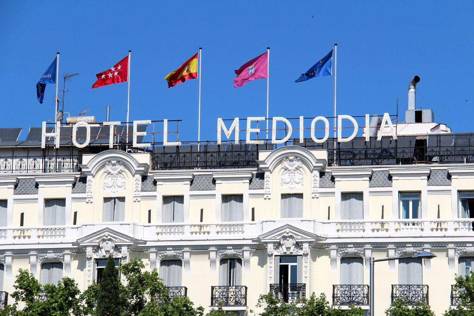 tennis-tourist-madrid-spain-hotel-mediodia-front-of-building-teri-church