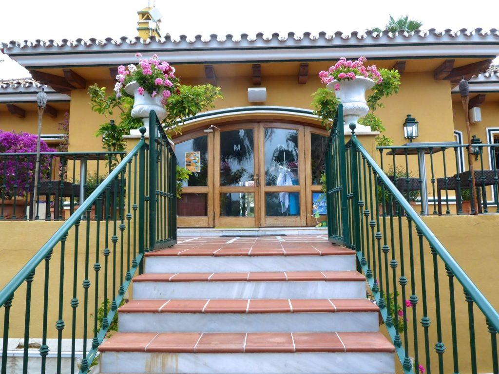 tennis-tourist-Manolo-Santana-Racquet-Club-Marbella-courtesy-Manolo-Santana-tennis-club-steps-teri-church