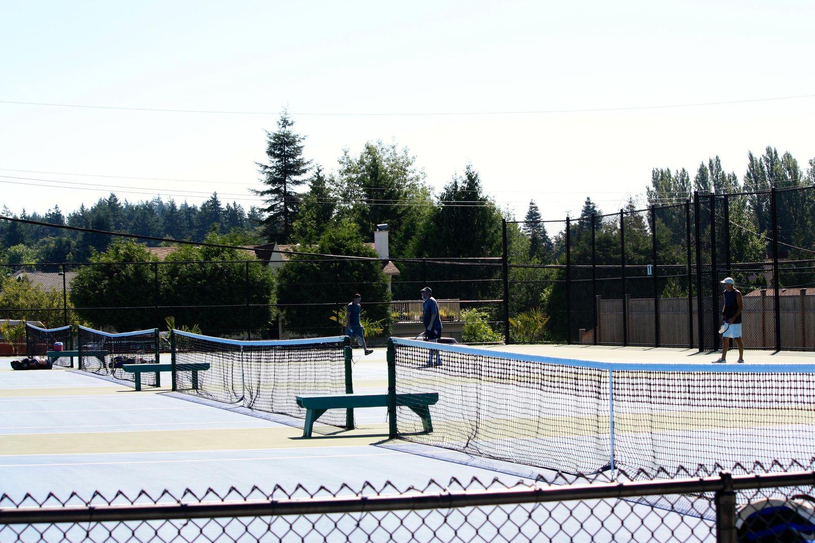 tennis-tourist-comox-british-columbia-anderton-park-tennis-courts-half-court-view-kathy-london