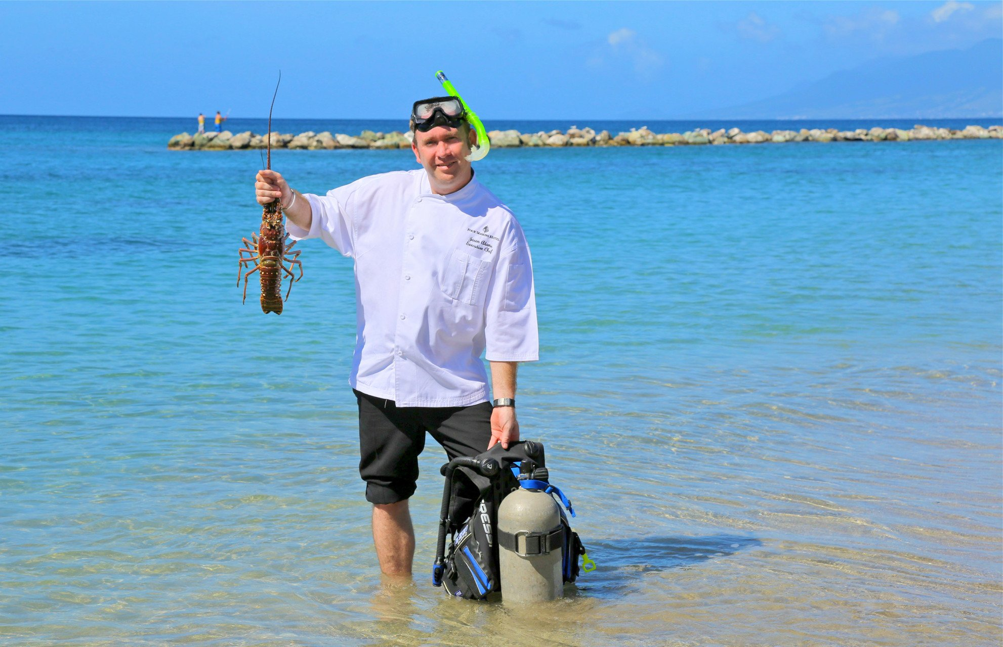 tennis-tourist-four-seasons-nevis-diving-for-lobster-courtesy-four-seasons