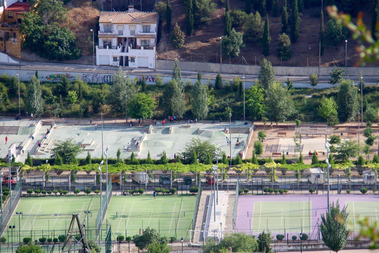 Granada spain bola de oro tennis tennis tourist for Piscina cubierta bola de oro granada