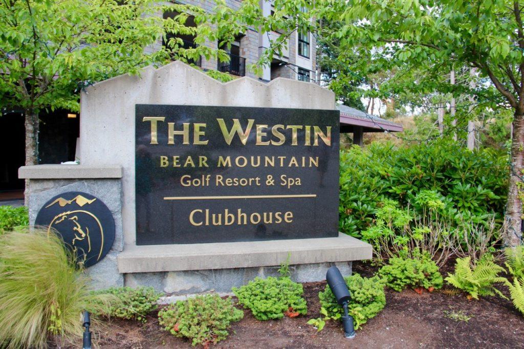 tennis-tourist-bear-mountain-golf-and-spa-sign-teri-church