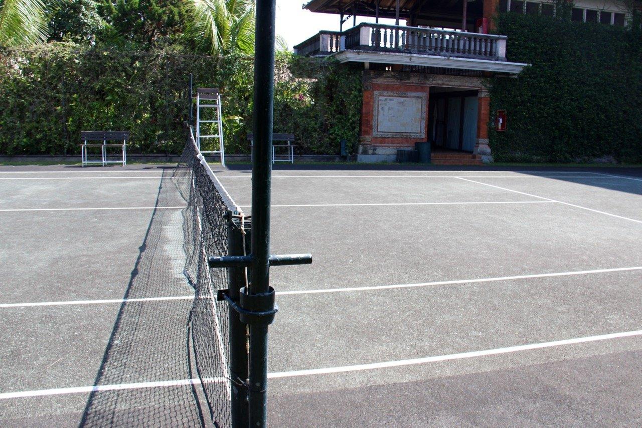 tennis-tourist-legian-beach-hotel-bali-tennis-net-teri-church