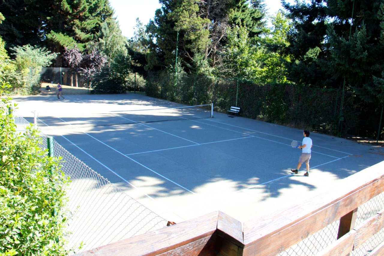 tennis-tourist-aldea-andina-argentina-tennis-court-from-above-teri-church
