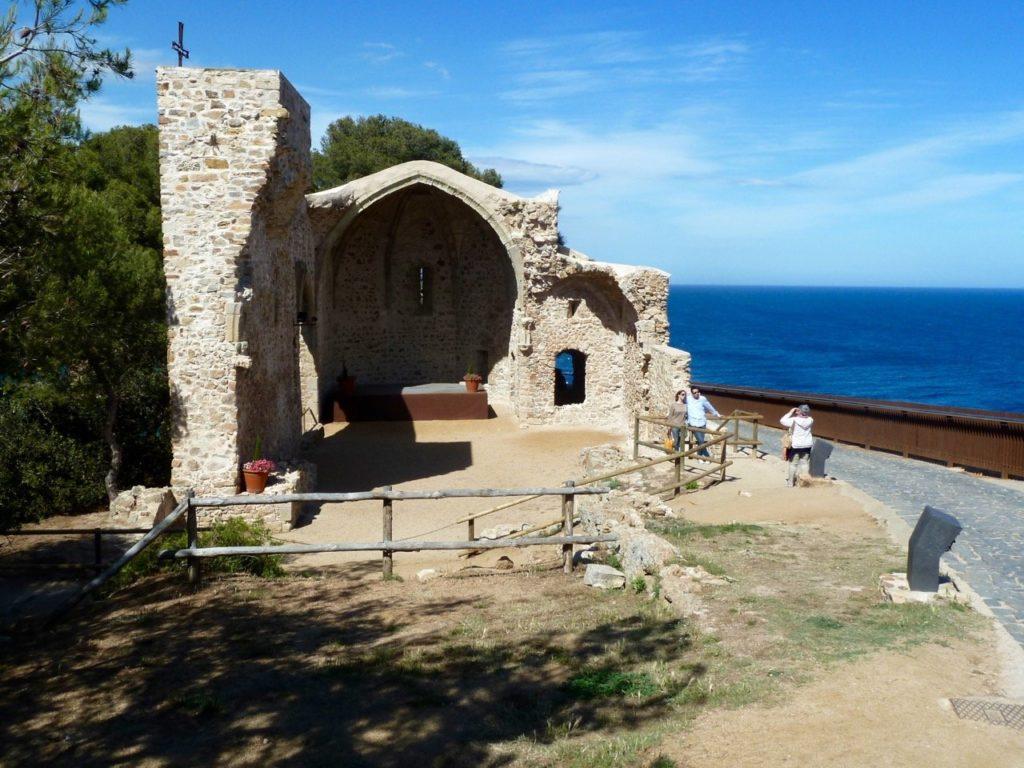 tennis-tourist-tossa-de-mar-spain-old-town-remains-teri-church