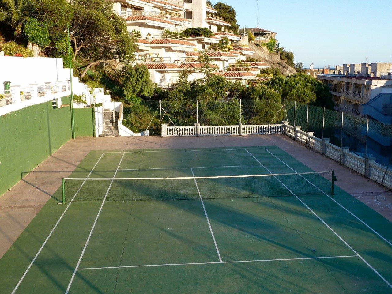 tennis-tourist-tossa-de-mar-spain-hotel-don-juan-tennis-court-view-teri-church