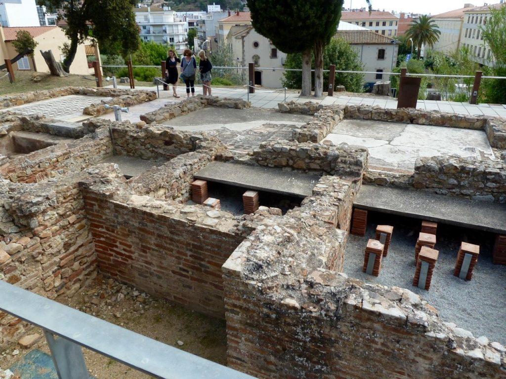 tennis-tourist-tossa-de-mar-spain-Els-Ametllers-roman-ruins-villa-teri-church