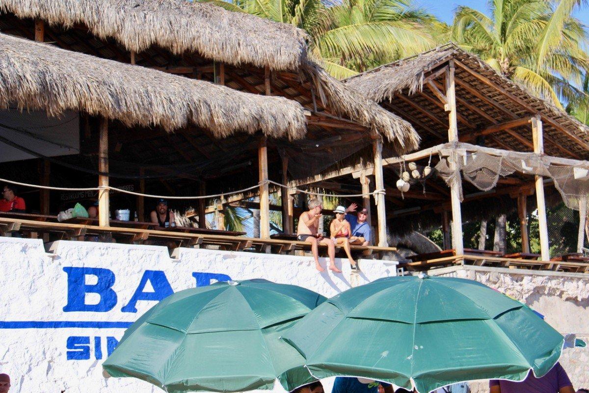 tennis-tourist-mazatlan-mexico-beach-bar-teri-church