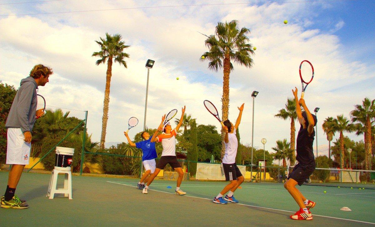 tennis-tourist-iql-tennis-academy-benidorm-spain-courts--palm-trees-group training