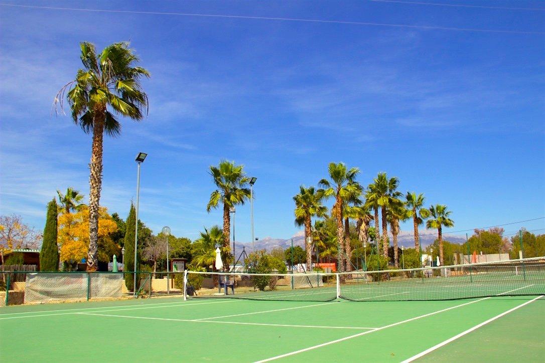 tennis-tourist-iql-tennis-academy-benidorm-spain-green-hard courts