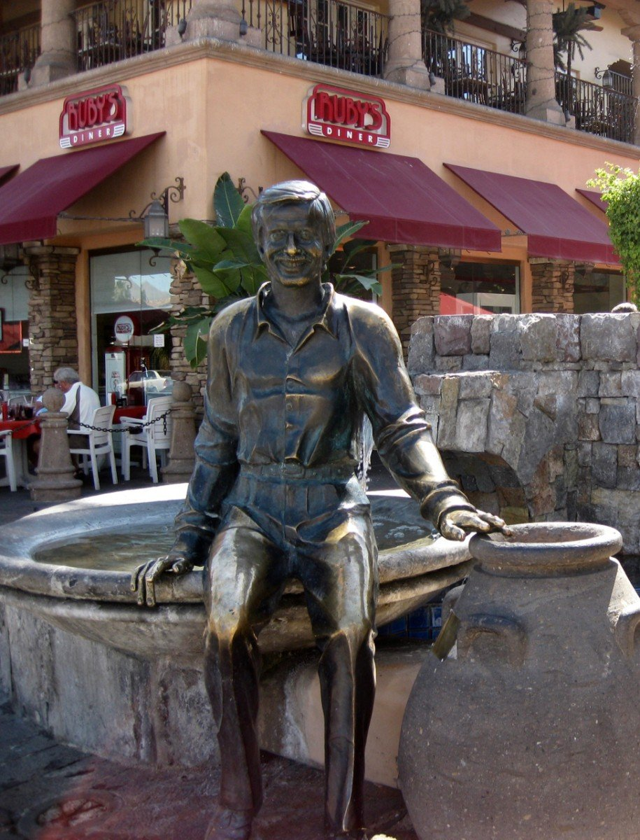 tennis-tourist-palm-springs-sony-bono-statue-myrie-eaton