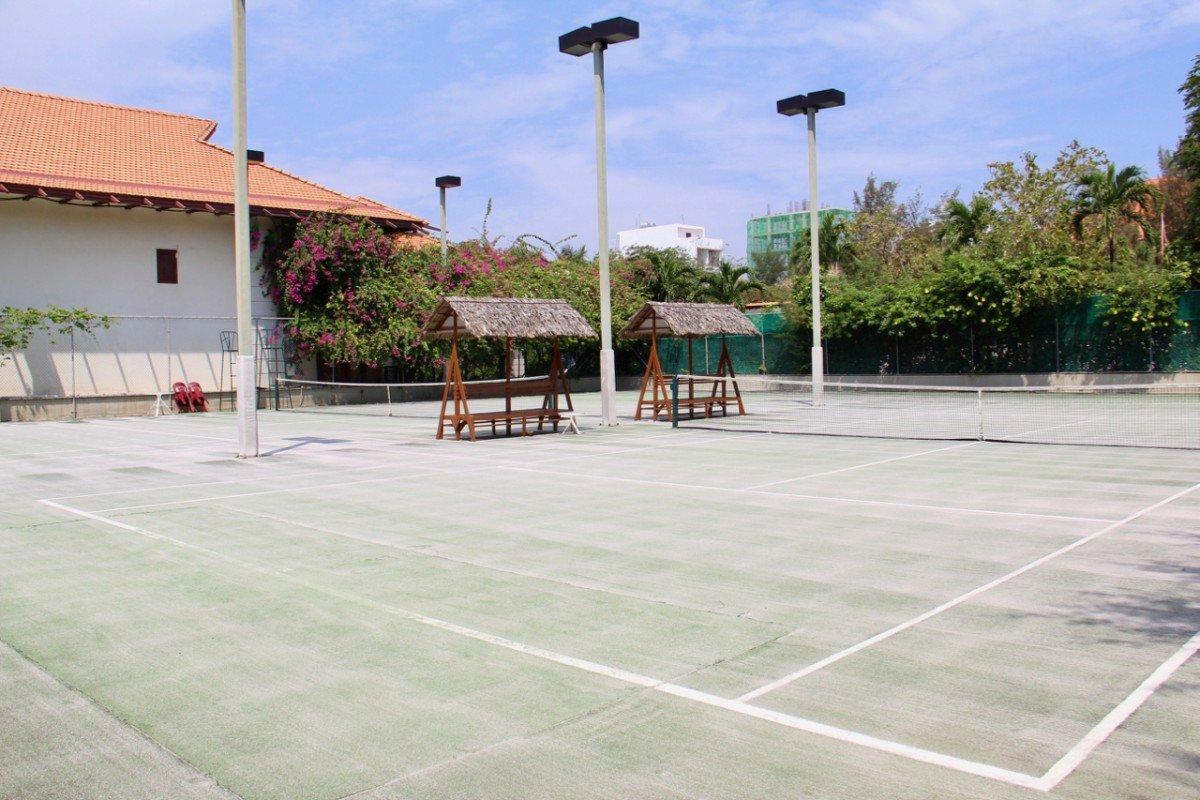 tennis-tourist-furama-hotel-tennis-courts-teri-church