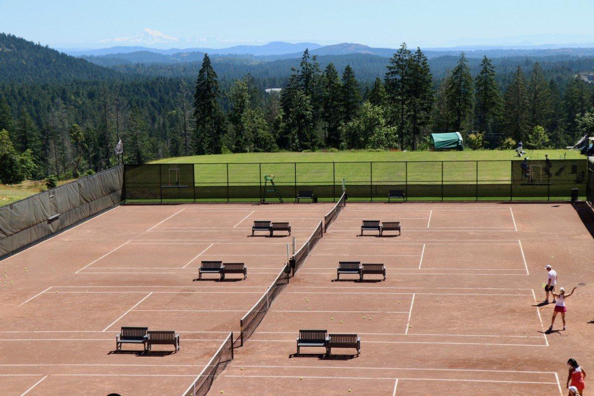 tennis-tourist-bear-mountain-victoria-clay-tennis-from above-teri-church