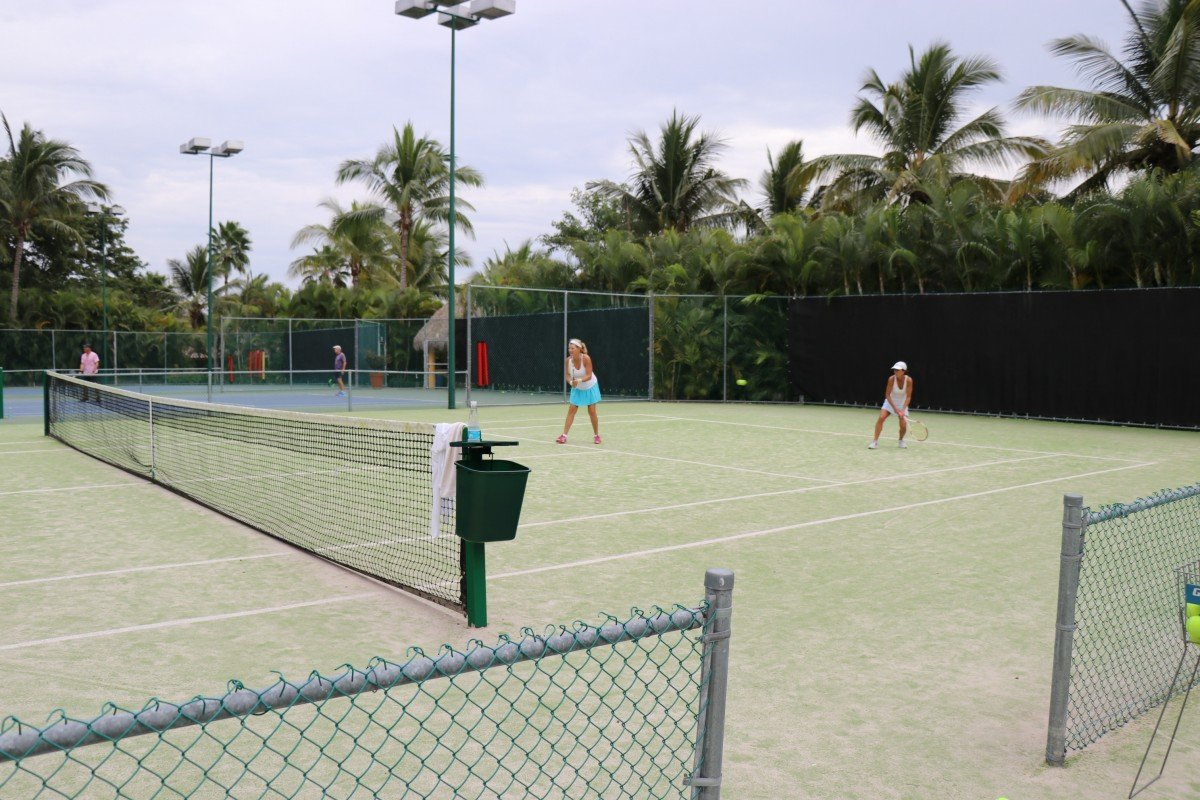 tennis-tourist-punta-mita-mexico-artificial-grass-courts-teri-church