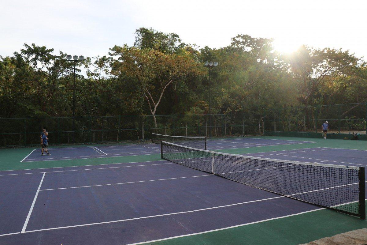 tennis-tourist-chacala-mexico-tennis-sunspot-teri-church