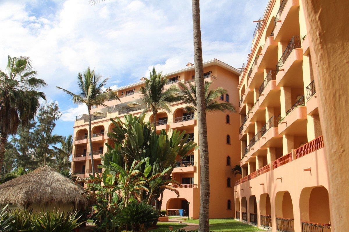 tennis-tourist-torres-mazatlan-mexico-hotel-teri-church