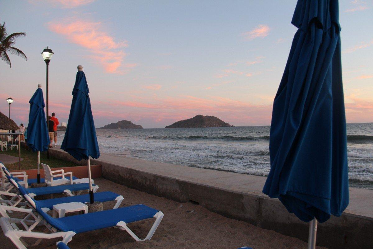 tennis-tourist-torres-mazatlan-mexico-beach-recliners-teri-church