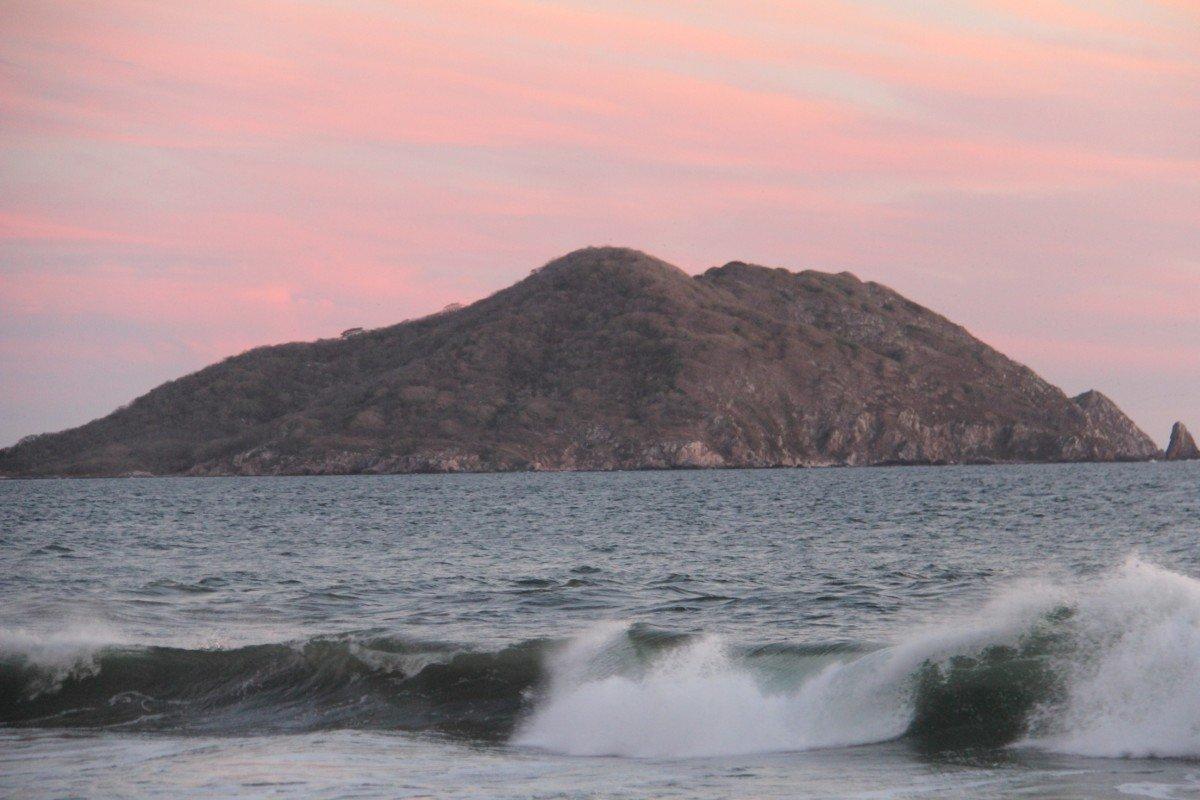 tennis-tourist-torres-mazatlan-mexico-beach-waves-island-teri-church