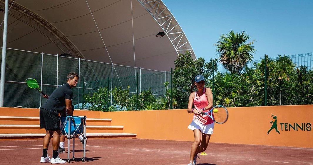 Rafa-Nadal-tennis-centre-mexico-vive-una-experiencia-de-alto-rendimiento-en-el-caribe-mexicano-r56eeq36l1