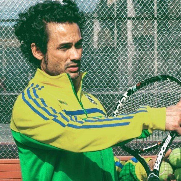tennis-tourist-frederic-dewitte