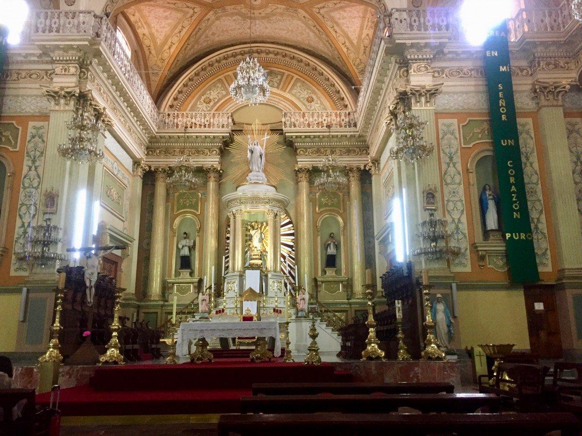 tennis-tourist-guanajuato-mexico-cathedral-teri-church