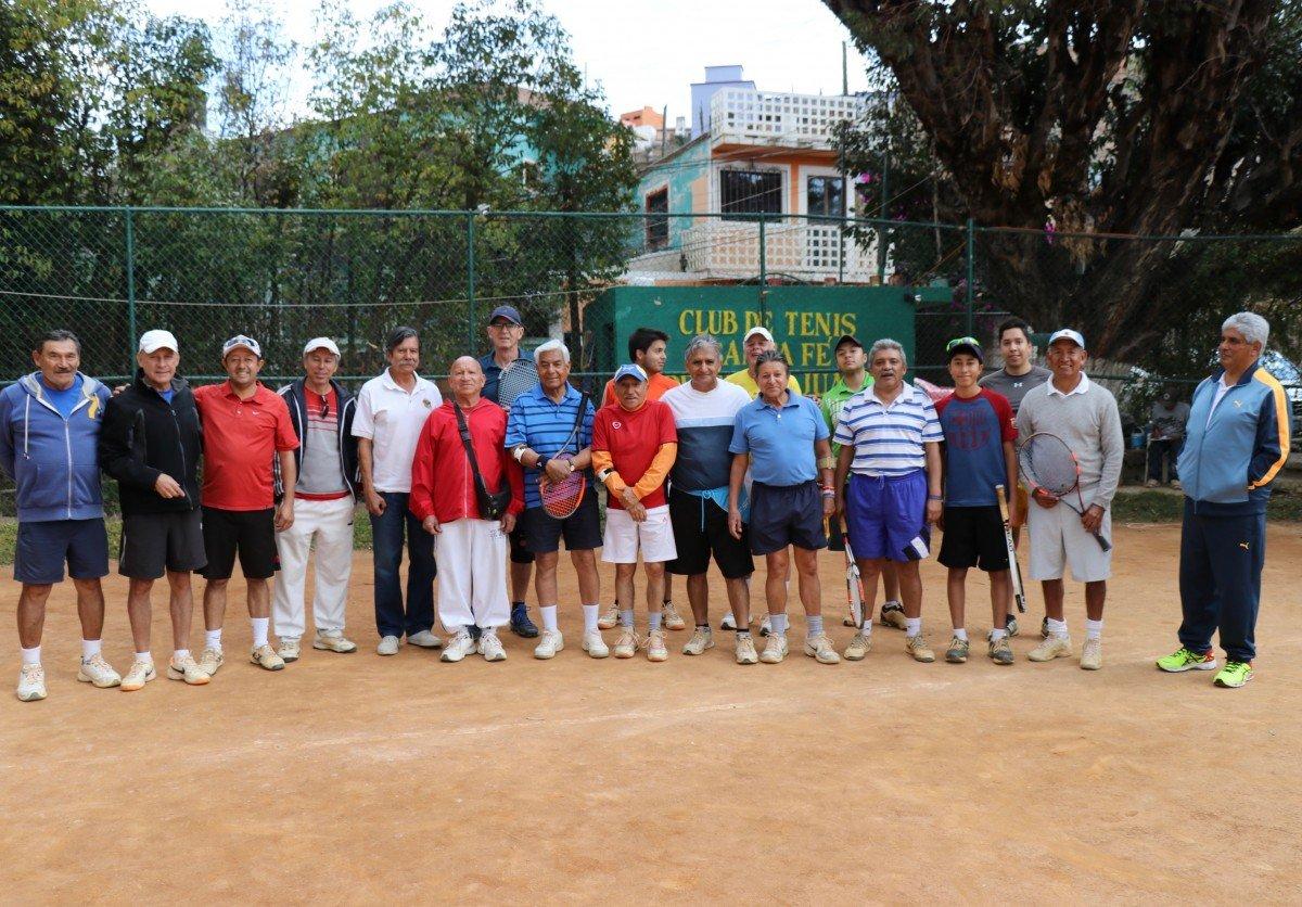 tennis-tourist-guanajuato-mexico-club-tenis-santa-fe-group-photo-teri-church