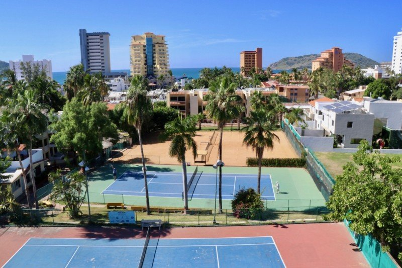 tennis-tourist-mazatlan-las-gaviotas-courts-teri-church