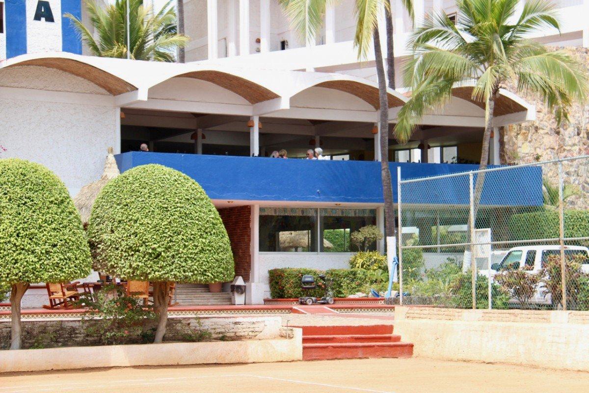 tennis-tourist-la-marina-tennis-club-mazatlan-mexico-teri-church