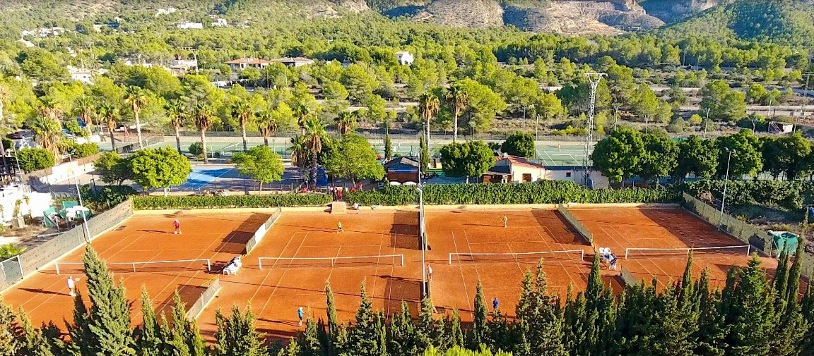 tennis-tourist-iql-tennis-academy-benidorm-spain-clay courts-aerial-view